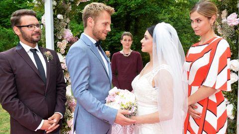 Emily (Anne Menden) und Paul (Niklas Osterloh)geben sich bei GZSZ das Ja-Wort.