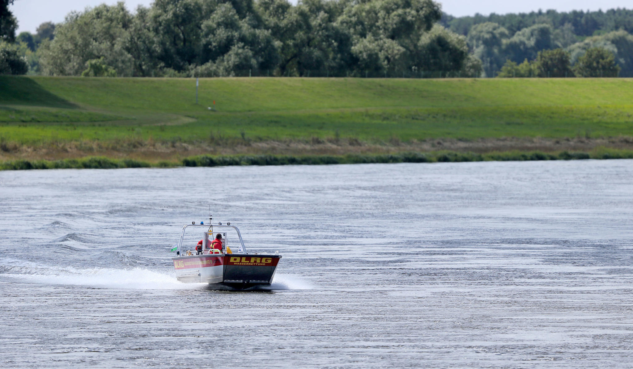 Bootsunfall: Passanten entdecken zwei Leichen in der Elbe