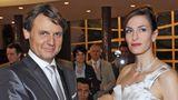 2008 führt Jo Gerner (Wolfgang Bahro) Katrin Flemming (Ulrike Frank) zum Traualtar
