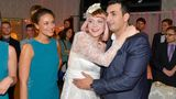 Auch Macho Mesut Yildiz (Mustafa Alin) traut sich 2015 mit Freundin Nele Lehmann (Ramona Demsey)