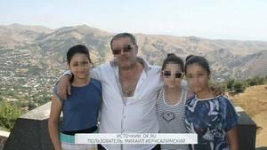 Michail Chatschaturjan mit seinen drei Töchtern