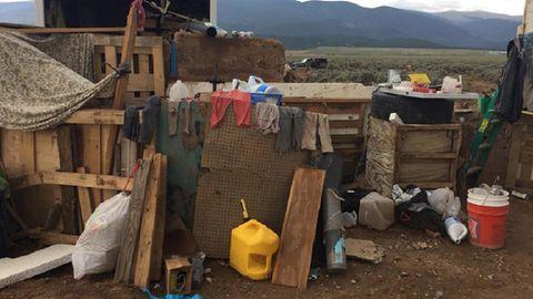 Auf dem zugemüllten Grundstück in New Mexico, USA, fanden die Ermittler die elf Kinder
