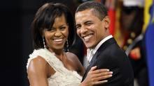 Michelle und Barack Obama Arm in Arm