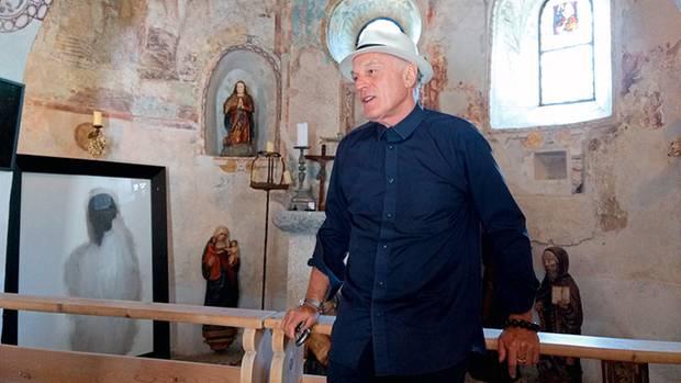 Kunst am Bau: Not Vital in der Kapelle von SchlossTarasp, das er im März 2016 erwarb.