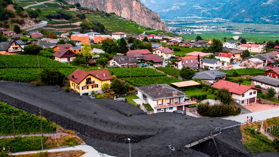 Schlammlawine in der Schweizer Ortschaft Grugnay