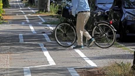 Stadtteil Zehlendorf: Zickzack-Fahrradweg in Berlin erntet Spott im Netz - nun soll er wieder übermalt werden
