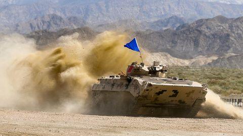 Ein chinesischer Panzer bei der internationalen Armeespielen