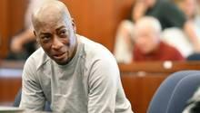 Kläger und Krebs-Opfer Dewayne Johnson weint nach der Urteilsverkündung im Monsanto-Prozess