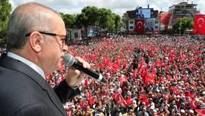 """Erdogan ruft """"Wirtschaftskrieg"""" aus und droht den USA mit einem Bruch"""
