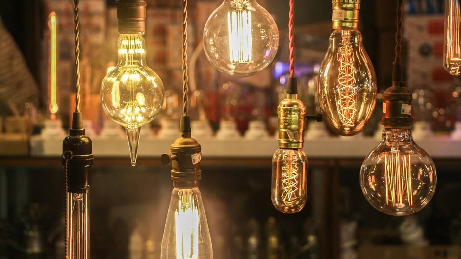 Das hat die EU nicht bedacht. Diese Retro-Lampen sind legal und dabei die größten Energieverschwender.