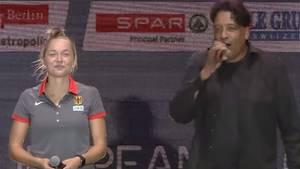 Cherno Jobatey mit der deutschen Sprinterin Gina Lückenkempe