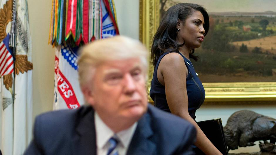 "Donald Trump and Omarosa Manigault-Newman ""title ="" Donald Trump and Omarosa Manigault-Newman ""video style"" width = ""940"" height = ""529"" /> <video id="