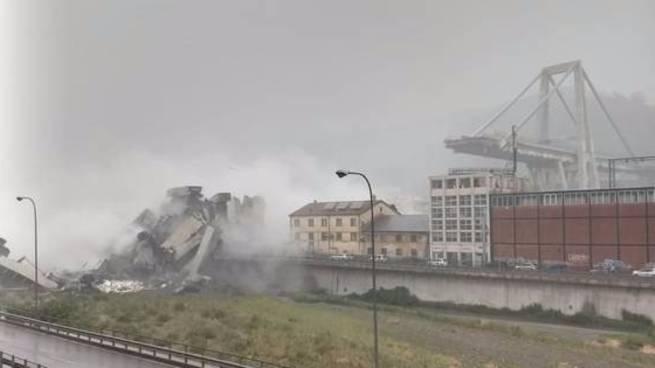 Italien: Autobahnbrücke in Genua: Augenzeuge filmt Moment des Einsturzes