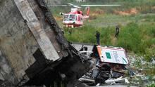 """""""Zahlreiche Autos"""" seien zwischen den Trümmern eingequetscht, berichtete die NachrichtenagenturAnsa unter Berufung auf Polizeikreise."""