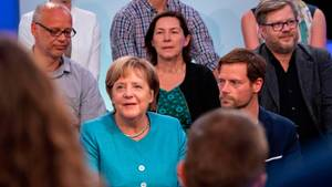 Angela Merkel mit Bürgern aus Jena im Bürgerdialog zum Thema Europa