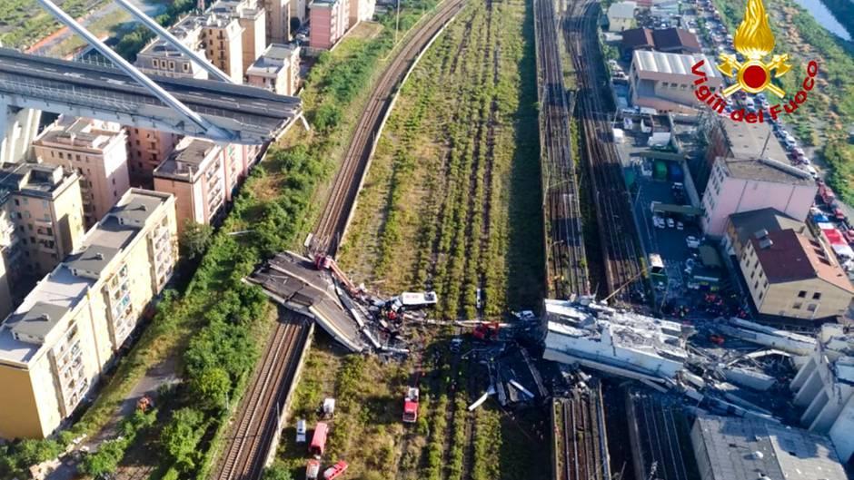Autobahnbrücke Genua: Rettungsarbeiten nach Brückeneinsturz dauern an