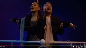 """Ariana Grande und James Corden spielen die """"Titanic""""-Szene an der Reling nach"""
