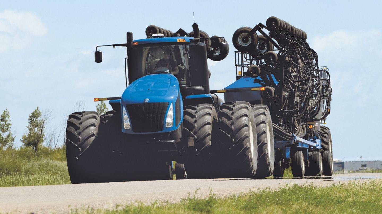 Die zweite Hälfte des Traktor-Rankings führt der New Holland T9.670 an. Er leistet kräftige 648 PS aus seinen 12,7 Litern Hubraum.