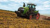 Der Fendt 1100 MT hat eine maximale Leistung von 646 PS. Mit seinen 19 Tonnen Eigengewicht ist er das Leichtgewicht unter den zehn stärksten Traktoren der Welt.