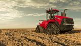 Platz zehn belegt der Case IH Steiger/Quadtrac 540 CVX mit 613 PS Leistung. Seine 24 Tonnen Gewicht bewegt er mit Hilfe eines Raupenantriebs über den Acker.