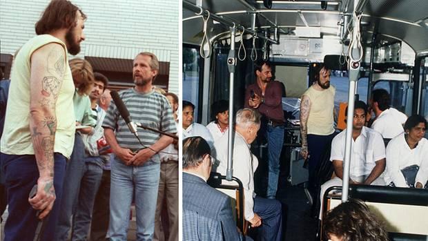Am 16. August 1988 überfallen Hans-Jürgen Rösner und Dieter Degowski eine Filiale der Deutschen Bank in Gladbeck. Passanten alarmieren die Polizei. Mit zwei Angestellten als Geiseln gelingt es den Gangstern, Lösegeld und Fluchtwagen zu erpressen. Zunächst fahren sie ziellos durchs Ruhrgebiet, dann steigt Rösners Freundin Marion Löblich zu. Mit ihr geht es nach Bremen. Am 17. August kapert das Trio einen voll besetzten Linienbus. Medienvertreter umlagern den Bus, Rösner gibt mit der Pistole in der Hand Interviews (links). Fotografen machen Bilder, während Löblich und eine Geisel das Lösegeld zählen (rechts). Die Flucht führt weiter zur Raststätte Grundbergsee. Als Beamte eine Toilettenpause dort zur Festnahme von Löblich nutzen, rastet Degowski aus und schießt der 14-jährigen Geisel Emanuele De Giorgi in den Kopf. In der Nacht zum 18. August überquert der Bus die Grenze zu Holland, die Gangster steigen mit zwei Geiseln in einen BMW um. Der Amoktrip führt in die Kölner Innenstadt. Hier wird das Auto erneut von Passanten und Presse umlagert. Ein Reporter steigt sogar zu und weist den Tätern den Weg. Erst auf der A 3 bei Bad Honnef beendet ein SEK die Irrfahrt gewaltsam. Die Geisel Silke Bischoff stirbt durch eine Kugel aus Rösners Waffe. Bei der Verfolgung verunglückt zudem ein Polizist tödlich.