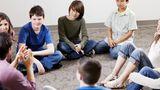 Platz 15:Erziehungswissenschaften  Erziehungswissenschaftler arbeiten in sonderpädagogischen Einrichtungen, mit Kindern, Jugendlichen oder Senioren und in der Erwachsenenbildung. Sie verdienen zum Einstieg im Schnitt 35.917 Euro. Lehrer sind noch einmal extra gefasst.