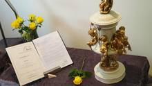 Die Urne mit Marlons Überrestenhat einen Ehrenplatz in der Wohnung der Familie gefunden