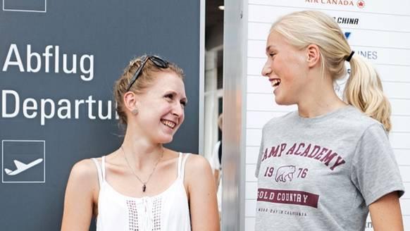 Judith Knolhoff, 19, ist am vorvergangenen Freitag mit der polnischen LOT von Groningen zu ihrer gleichaltrigen Freundin Theresa nach München geflogen. Sie sollte um 11.20 Uhr ankommen, landete aber erst dreieinhalb Stunden später. Warum der Flug so eine Verspätung hatte, konnten ihr die Servicemitarbeiter am Flughafen auch nicht sagen.