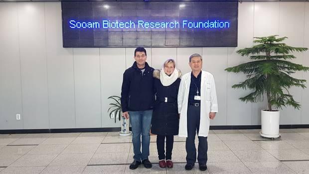 Das Paar trifft den Klon-Forscher Hwang Woo Suk