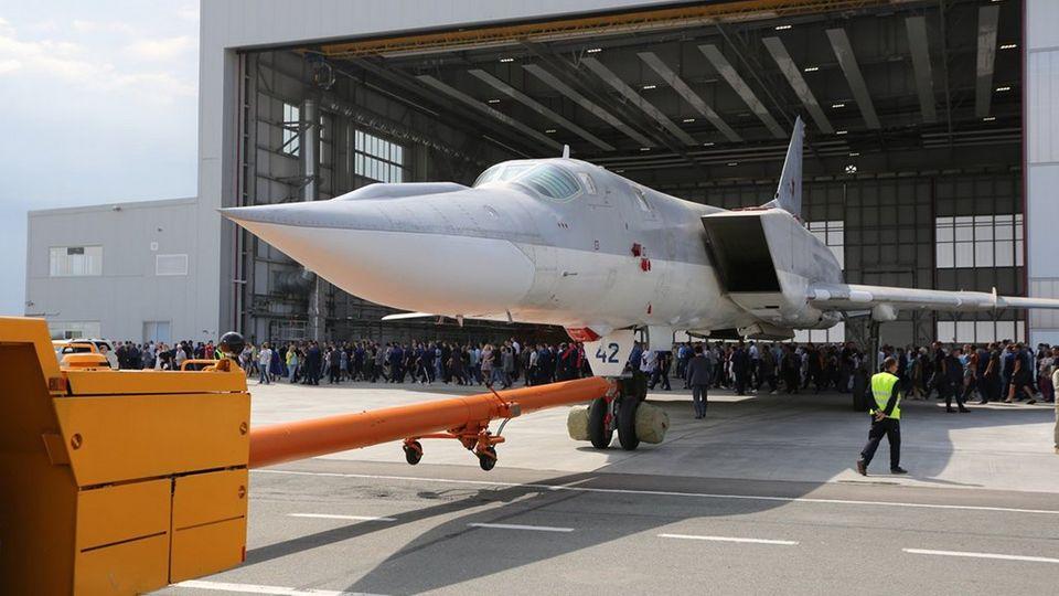 Rollout der erstenTu-22M3M.