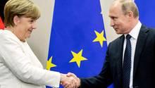 Shakehands zwischen Angela Merkel und Wladimir Putin - Worüber sprechen die beiden Staatenlenker in Meseberg?