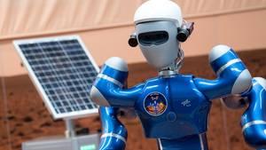 """ISS: Alexander Gerst übt Zusammenarbeit mit Roboter """"Rollin Justin"""""""