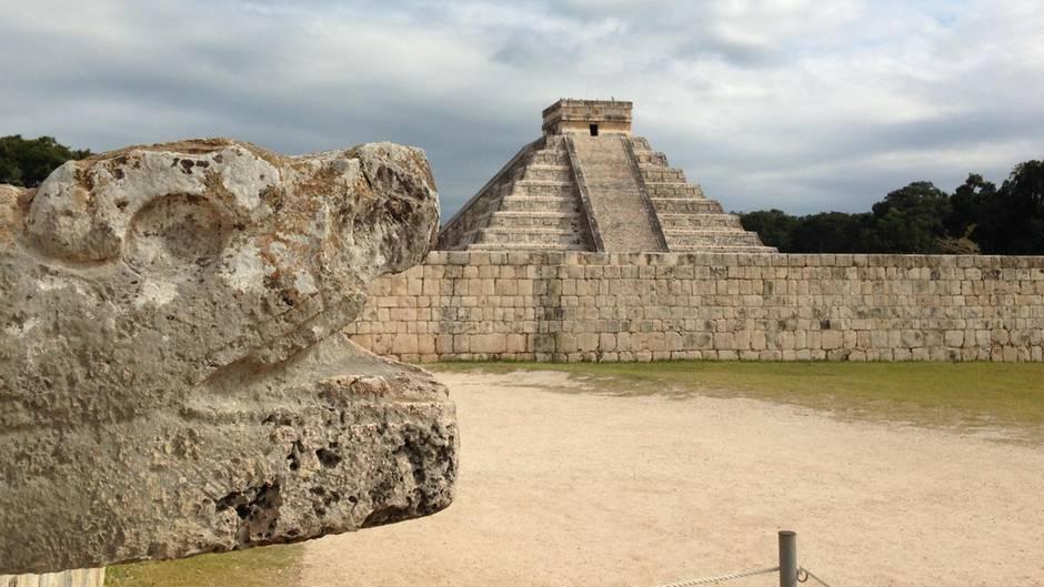Die Pyramide des Kukulcán in Chichén Itzá im mexikanischen Bundesstaat Yucatán