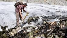 Im heißen Sommer 2018: Nach knapp 72 Jahren tauchen die Überreste der US-Maschine weit unterhalb der Absturzstelle auf.