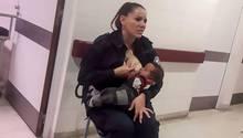Polizistin stillt Baby