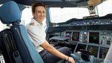 Elke Hieber war 1988 die einzige weibliche Auszubildende im Piloten-Lehrgang. Jetzt sitzt sie im Cockpit einer A380 der Lufthansa.