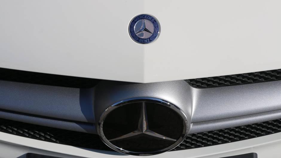 Daimler betonte, man kooperiere mit den Behörden