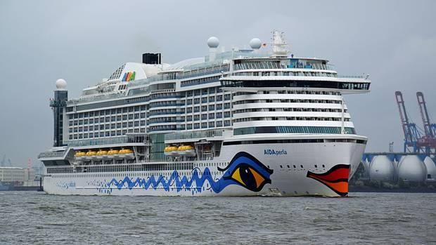 """Kann in Häfen mitFlüssigerdgas (LNG) versorgt werden: die """"Aida Prima"""" beim Auslaufen dem Hamburger Hafen."""
