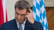 Markus Söder kratzt sich am Kopf - die SPD hat die URL seiner Kampagne gekapert
