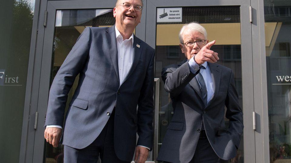 DFB-Präsident Reinhard Grindel (l.)und DFL-Präsident Reinhard Rauball
