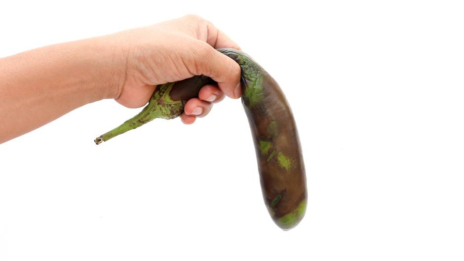 Aubergine in Hand