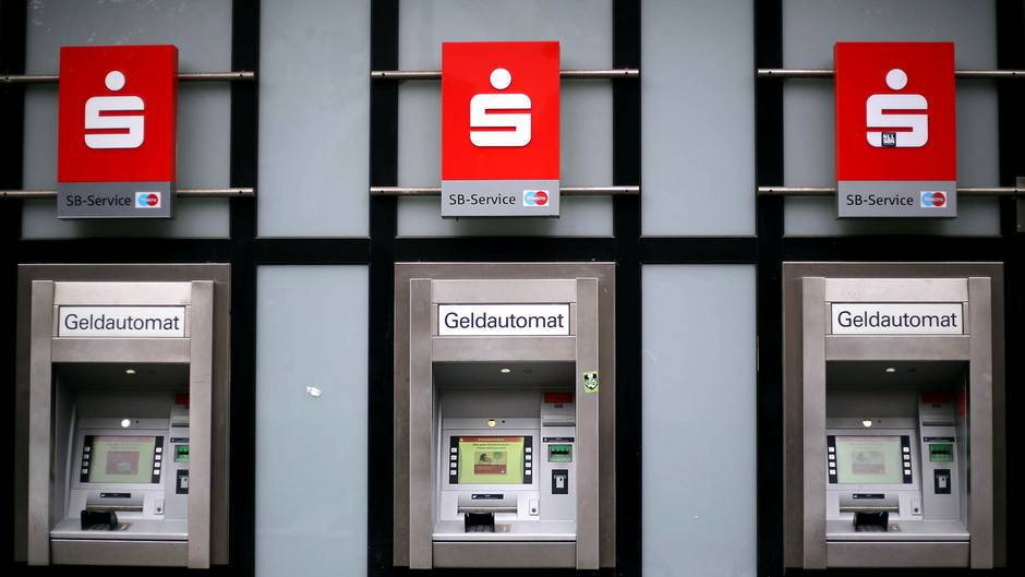 Sparkasse Geldabheben Am Automaten Verändert Sich Sternde