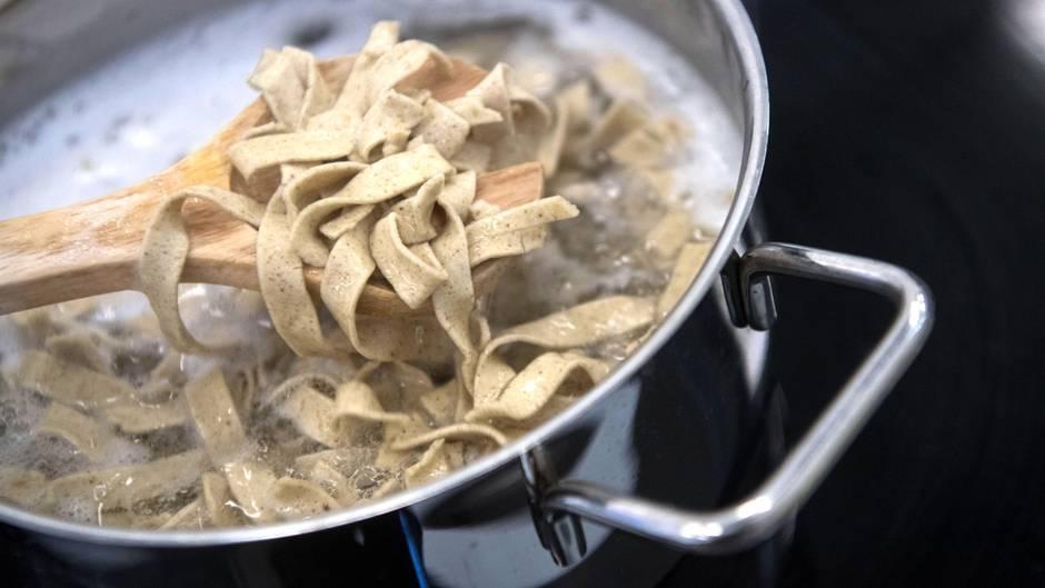 Das Unternehmen Plumento Food entwickelt und vertreibt Lebensmittelprodukte, die unter anderem Insektenmehl als Bestandteil haben.