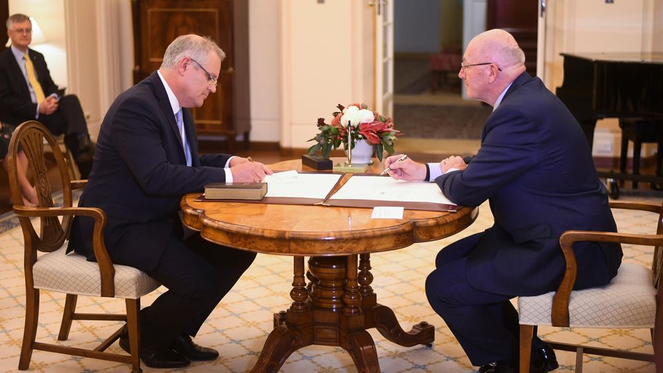 Scott Morrison (l.) wurde von Generalgouverneur Sir Peter Cosgrove zum Premierminister von Australien ernannt