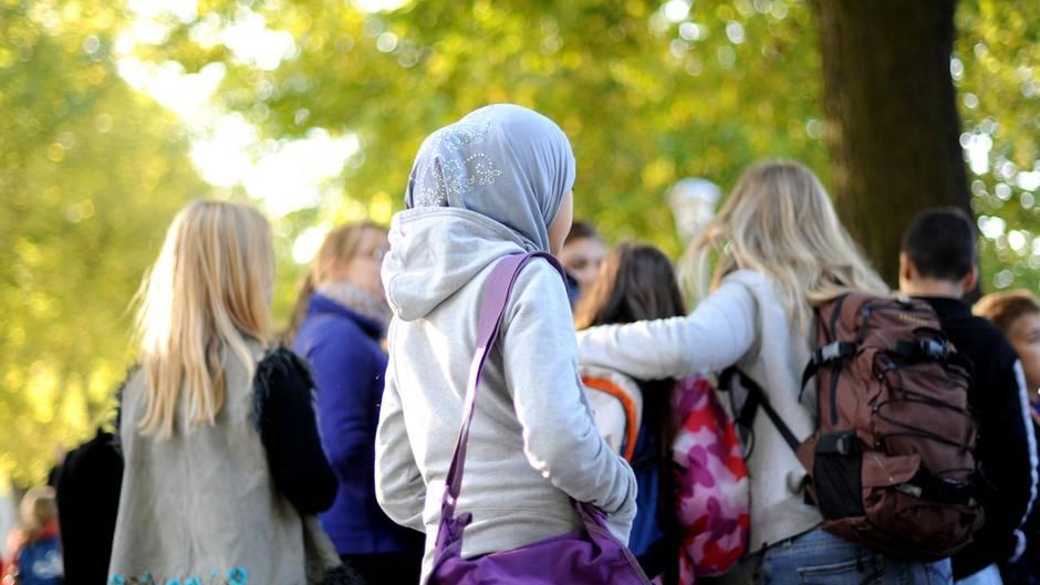 Mädchen mit Kopftuch
