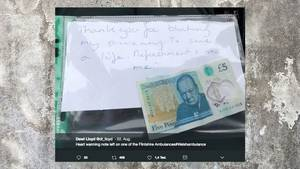 Wales: Diese herzerwärmende Notiz finden Sanitäter an Krankenwagen