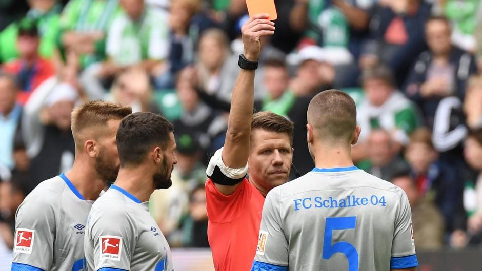 Schiedsrichter Patrick Ittrich hatte am meisten von allen Beteiligten an der Vorgehensweise beim Videobeweis zu leiden