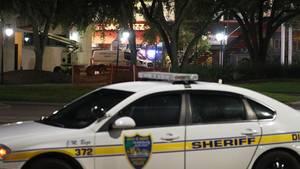 Polizei-Wagen vor dem Landing in Jacksonville - Ein 24-jähriger tötete dort ein Mann zwei Menschen und sich selbst