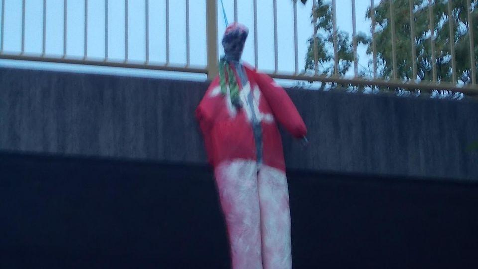 Nachrichten aus Deutschland: Fußball-Puppe bei Landau an Brücke der A65