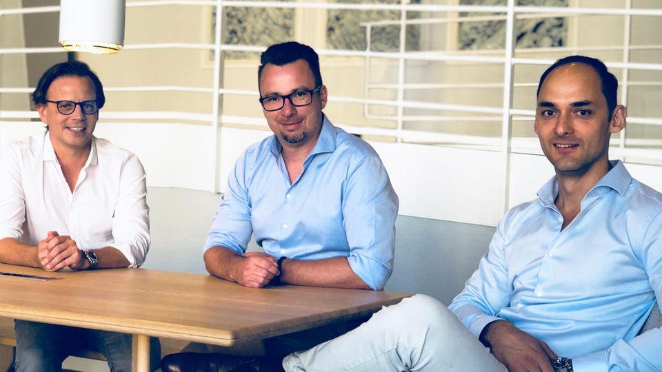 """Die drei Gründer von """"smartsleep"""" im Gespräch mit dem stern. Von links Burk J. Ulrich,Daniel Matthieu und Markus Dworak."""